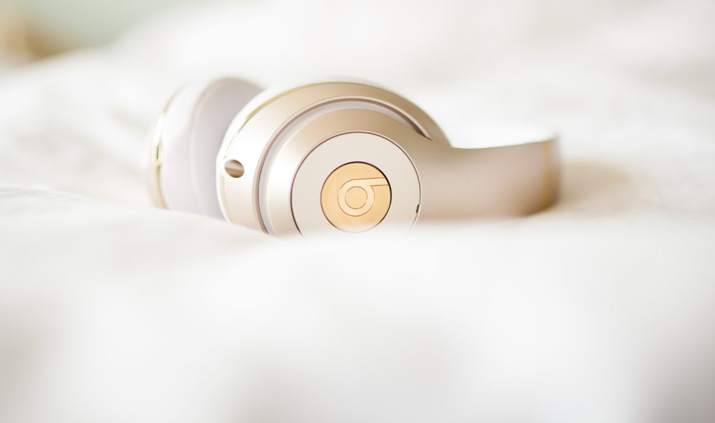 Mom On The Go maria antoinette brittany spencer bluetooth headphones